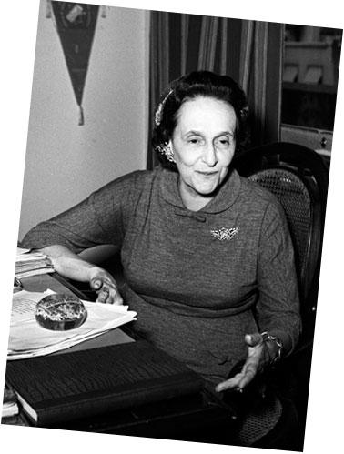 Ana Amélia Queirós Carneiro de Mendonça (1896-1971)