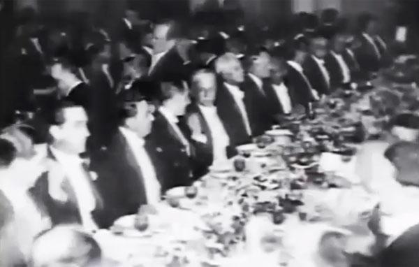 """Dos 11 presidentes eleitos na República Velha, apenas dois não eram de São Paulo e Minas Gerais.  Trecho do documentário""""1930: Tempo de Revolução"""" (1990), de Eduardo Escorel"""