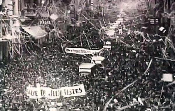"""Candidato do governo, apoiado pelos industriais, Júlio Prestes tinha um trunfo excepcional: o rádio. Trecho de """"1930: Tempo de Revolução"""" (1990), de Eduardo Escorel."""