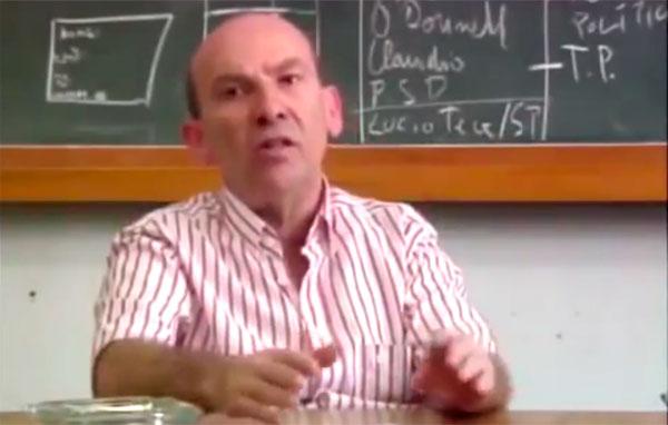"""A primeira reação da oposição foi reconhecer a vitória de Júlio Prestes, apesar das suspeitas de fraude. Comentário do historiador Bóris Fausto no documentário""""1930: Tempo de Revolução"""" (1990), de Eduardo Escorel."""
