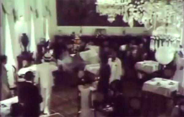 """E quando, no Brasil, tudo dava a entender que o ímpeto revolucionário estava perdido, um tiro muda o rumo da história.  Trecho de """"1930: Tempo de Revolução"""" (1990), de Eduardo Escorel, com cenas do filme """"Parayba, Mulher Macho"""" (1983), de Tizuka Yamasaki"""