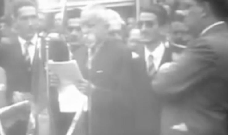 """Cenas do documentário """"Getúlio Vargas"""" (1974), de Ana Carolina, sobrea campanha de Eurico Dutra à Presidência"""