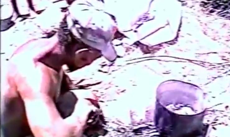 """Trecho do livro """"Geografia da Fome"""" no filme """"Josué de Castro: Cidadão do Mundo"""" (1995), de Sílvio Tendler"""