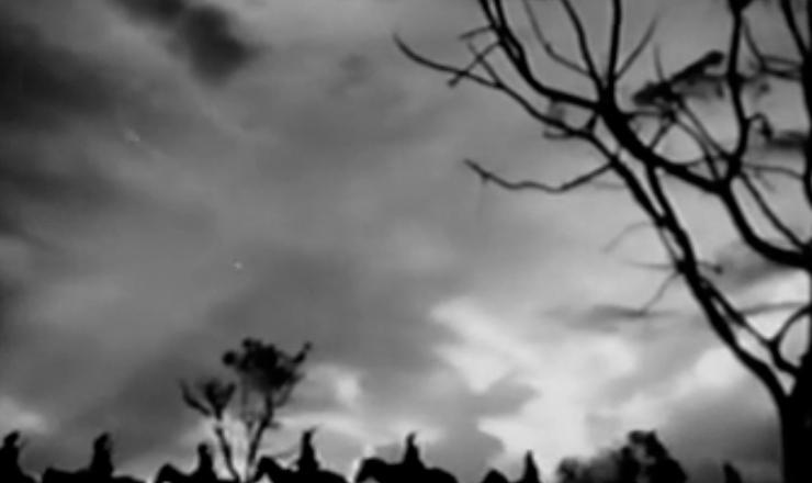"""Trecho do filme """"O Cangaceiro"""" (1953), de Lima Barreto, mostra um pôr do sol ao som da canção """"Mulher Rendeira"""", interpretada pelos Demônios da Garoa"""