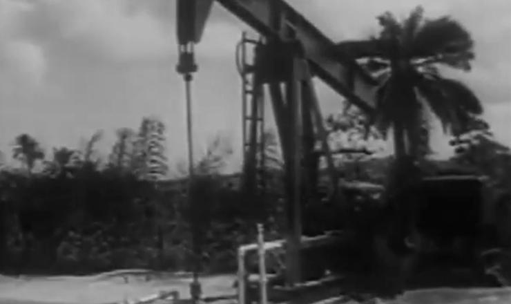 """A campanha do """"O Petróleo ÉNosso!"""" foi um dos momentos de mobilização mais intensa no segundo governo de Getúlio Vargas. Trecho do documentário """"História do Brasil por Boris Fausto"""" (2002), TV Escola - MEC"""