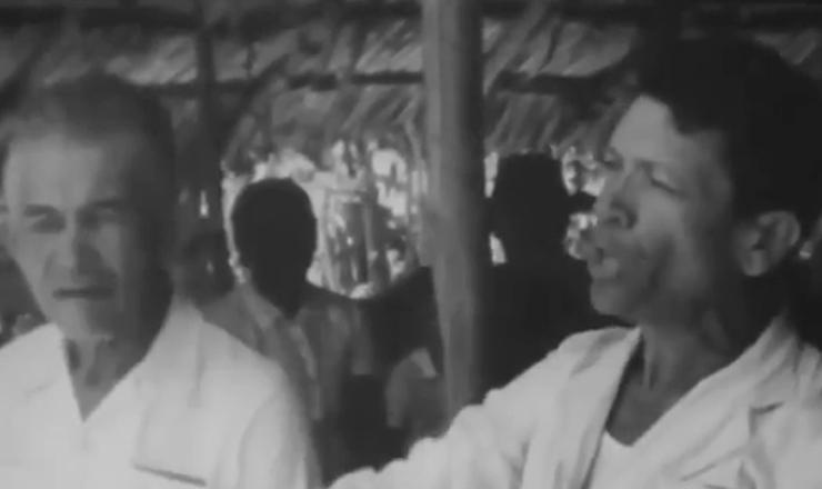 """Imagens raras  do documentário """"Brazil: the Troubled Land"""" (1964), de Helen Jean Rogers, mostram trabalhadores camponeses em apoio a Francisco Julião"""