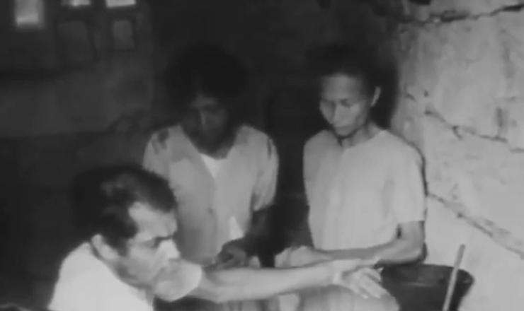 """Os trabalhadores rurais viam  nas Ligas Camponesas a oportunidade de conseguir melhores condições de vida. Trecho do documentário """"Brazil: the Troubled Land"""" (1964), de Helen Jean Rogers"""