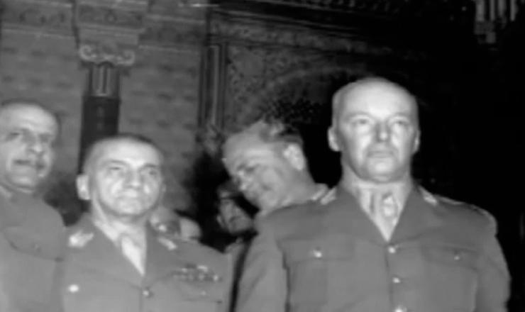"""O golpe preventivo dogeneral Lott garantiu a posse de Juscelino e Jango em 1956. Trecho do documentário """"História do Brasil por Boris Fausto"""" (2002), TVEscola/MEC"""