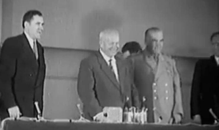 """Luís Carlos Prestes conta como o relatório Kruschev desencadeou uma grande crise no movimento comunista internacional. Trecho do documentário """"O Velho: a História de Luís Carlos Prestes"""" (1997), de Toni Venturi"""