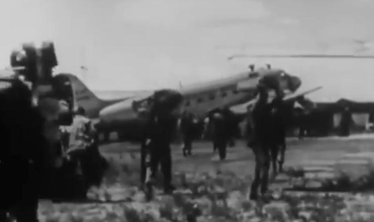 """Comandada por oficiais da Aeronáutica, a Revolta de Jacareacangapretendia criar um foco de resistência ao governo JK. Trecho do documentário """"Os Anos JK: uma Trajetória Política"""" (1980), de Sílvio Tendler"""