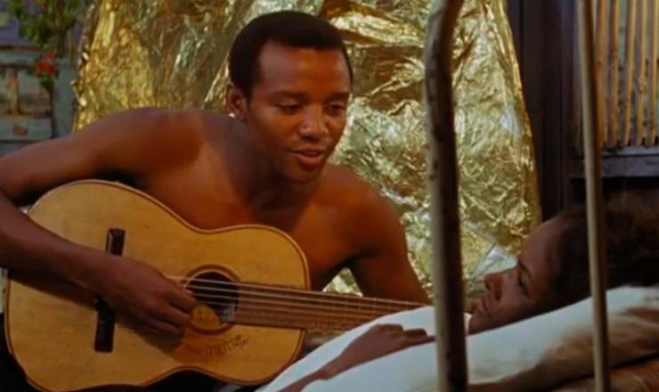 """Breno Melo (Orfeu) canta """"A Felicidade"""", de Tom Jobim e Vinícius, dublado por Agostinho dos Santos, no filme""""Orfeu Negro"""" (1959), de Marcel Camus"""
