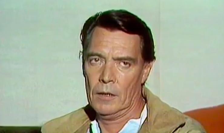 """Neste trecho do documentário """"A Aventura do Teatro Paulista"""" (1980), de Júlio Lerner, o ator John Herbert revela  que um dos princípios do Teatro de Arena era encenar em lugares não convencionais, como fábricas e escolas"""