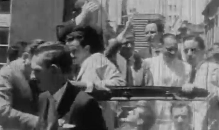 """Leonel Brizola foi eleito governador do Rio Grande do Sul, simbolizando o crescimento do PTB nos processos eleitorais. Trecho do filme """"Brizola: Tempos de Luta"""" (2007), de Tabajara Ruas"""