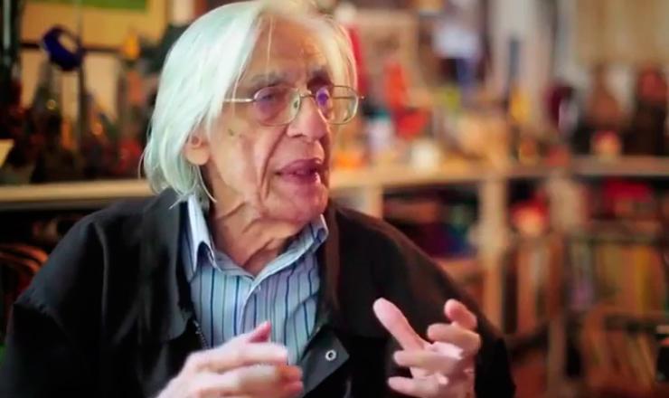 O poeta Ferreira Gullar destaca a importância da participação do espectador  na obra dentro do neoconcretismo, como uma forma de superar o objetivismo do concretismo paulista. Trecho de filme do portal Saraiva Conteúdo, publicado em 30/9/2013