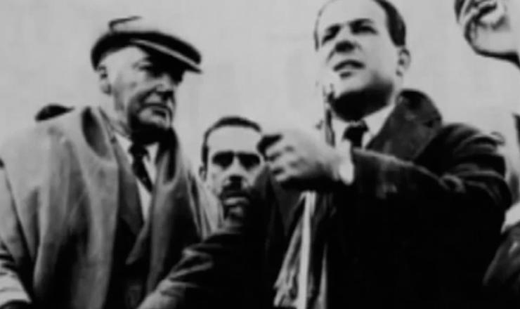 """Apesar de respeitado nos meios militares, o marechal Lott não tinha a simpatia da população, e o apoio a sua candidatura foi escasso. Trecho do documentário """"História do Brasil por Bóris Fausto"""" (TV Escola)"""
