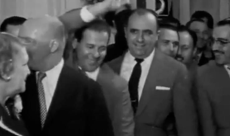 """João Goulart foi reeleito vice-presidente: mas dessa vez, era de oposição. Trecho do documentário """"Os Anos JK: uma Trajetória Política"""" (1980), de Sílvio Tendler"""