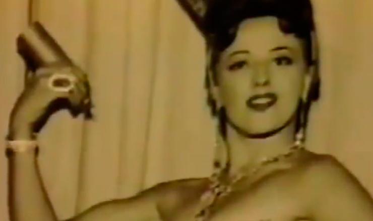 """A vedete Virgínia Lane comenta  a proibição ao uso de biquínis durante o governo de Jânio Quadros. Trecho do documentário """"Renúncia de Jânio: 30 Anos Depois"""" (1991), da TV Manchete"""