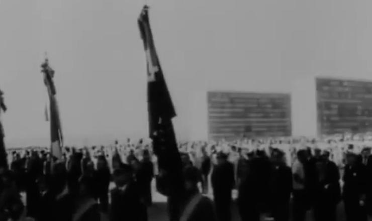 """Jânio Quadros nunca explicou bem os motivos de sua renúncia, mas esperava voltar ao poder com seus poderes ampliados. Trecho do documentário """"Jango"""" (1984), de Sílvio Tendler"""