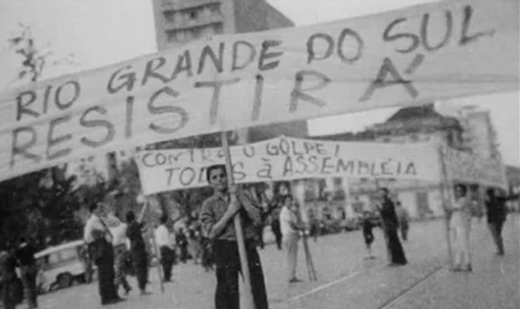 """Brizola narra as dificuldades para garantir a posse de Jango,  em trecho do filme""""Brizola: Tempos de Luta"""" (2007), de Tabajara Ruas"""