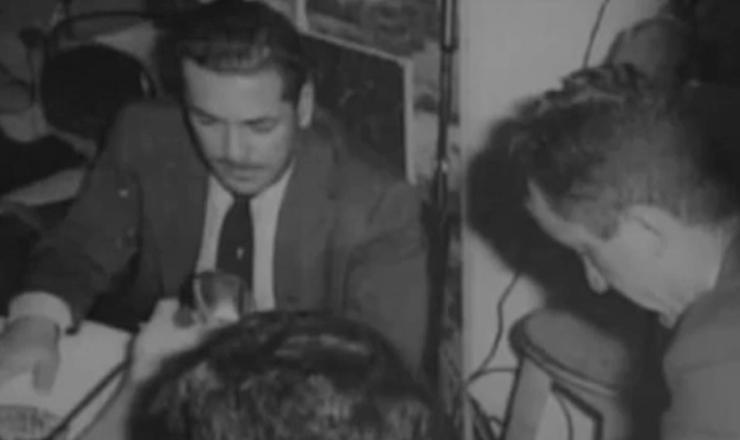 """Brizola fala sobre a ordem do governo federal de bombardear o Piratini para calar a """"cadeia da legalidade"""",  em trecho do filme""""Brizola: Tempos de Luta"""" (2007), de Tabajara Ruas"""