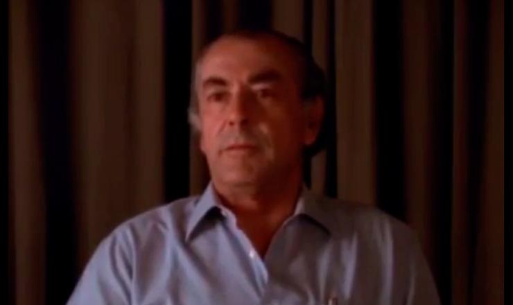 """Brizola narra as dificuldades para garantir a posse de Jango,  em trecho do filme""""Jango"""" (1984), de Sílvio Tendler"""
