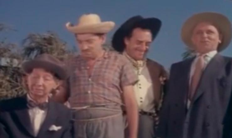 """Pela comédia e pelo riso, os filmes de Amácio Mazzaropi simbolizam a complexidade social do Brasil, que parecia ser muitos ao mesmo tempo. Trecho do filme """"Tristeza do Jeca"""" (1961), de Amácio Mazzaropi"""