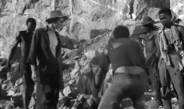 """""""Cinco Vezes Favela"""" foi uma produção coletiva do CPC, com clara proposta revolucionária e conscientizadora. Trecho do filme """"Cinco Vezes Favela"""" (1962), de Miguel Borges, Joaquim Pedro de Andrade, Cacá Diegues, Marcos Farias e Leon Hirszman"""