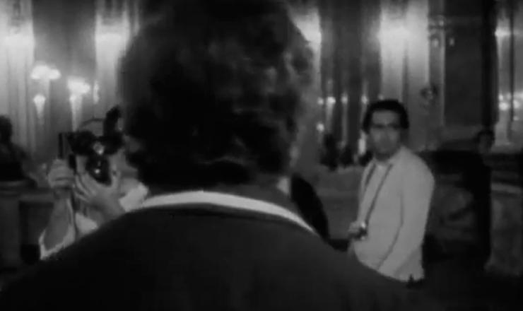 """Os cineastas do Cinema Novo defendiam a produção de filmes autorais. Por isso, Gláuber Rocha acompanhava de perto todos os processos na criação de seus filmes. Trecho do filme """"Cinema Novo"""" (1967), de Joaquim Pedro de Andrade"""