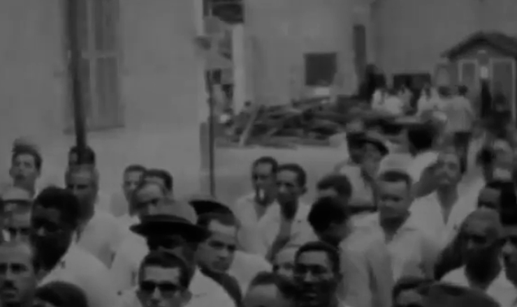 """A vitória do presidencialismo gerou grande expectativa no comando, mas como as reformas não avançaram como esperado, levando o CGT para a oposição à esquerda. Trecho do documentário """"Jango"""" (1984), de Sílvio Tendler"""