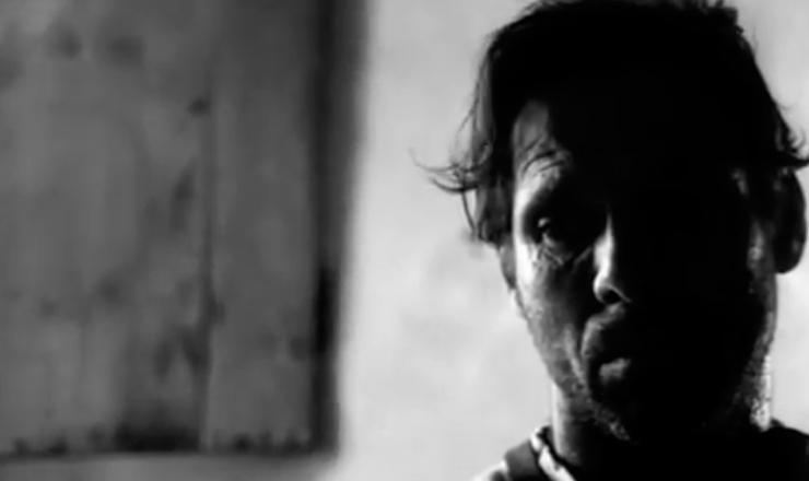 """Nélson e o diretor de fotografia Luiz Carlos Barreto preferiram não usar luz artificial,  para assim alcançar o efeito realista preconizado pelo Cinema Novo. Trecho do filme """"Vidas Secas"""" (1963), de Nélson Pereira dos Santos"""
