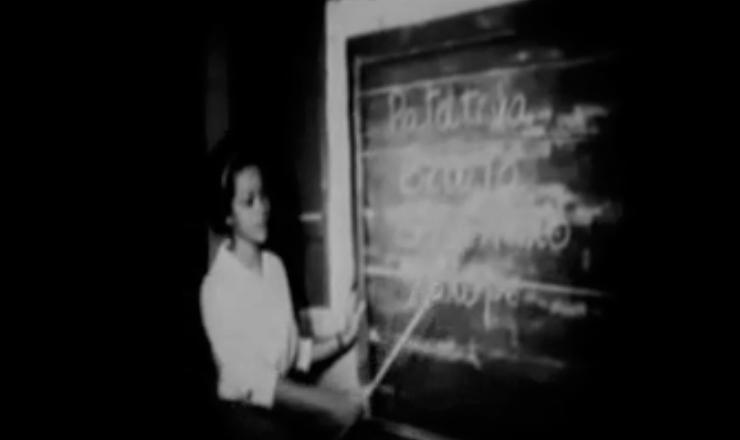 """O governo Jango foi atraído pelos resultados obtidos pela """"Pedagogia do Oprimido"""", que alfabetizou, em Angicos (RN), 300 trabalhadores em 45 dias. Trecho do filme """"As Quarenta Horas de Angicos"""" (1963), de Luís Lobo"""