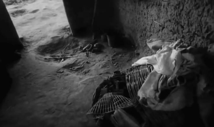 """Em 1964, o cineasta Leon Hirszman dirigiu """"Maioria Absoluta"""", documentário de curta metragem cuja temática é a formação social violenta e autoritária do Brasil como causas da exclusão. Trecho do filme """"Maioria Absoluta"""" (1964), de Leon Hirszman"""