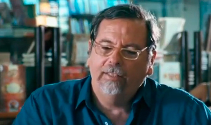 """Trecho do documentário """"O Homem Que Engarrafava Nuvens"""", dirigido por Lírio Ferreira, lançado em 2009"""