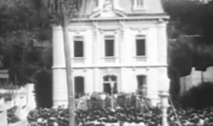 """Em trecho do documentário """"História do Brasil por Boris Fausto"""" (2002), da TV Escola/MEC, o historiador comenta a volta às ruas do movimento sindical"""
