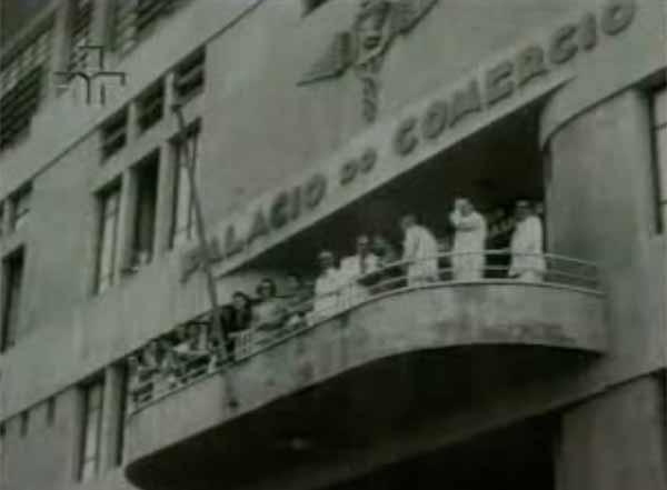 """Como parte dos Acordos de Washington,  Getúlio Vargas criou o Serviço Especial de Mobilização de Trabalhadores para a Amazônia (Semta). Trecho do cinejornal""""Borracha! Para a Vitória"""" (1943)"""
