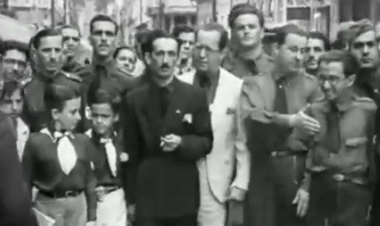 """Surge a AIB, inspiradano fascismo europeu. Trecho do documentário""""1935: o Assalto ao Poder"""" (2002), de Eduardo Escorel"""