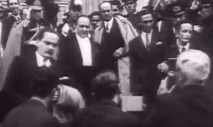 """Trecho do documentário """"1932: a Guerra Civil"""" (1993), de Eduardo Escorel"""