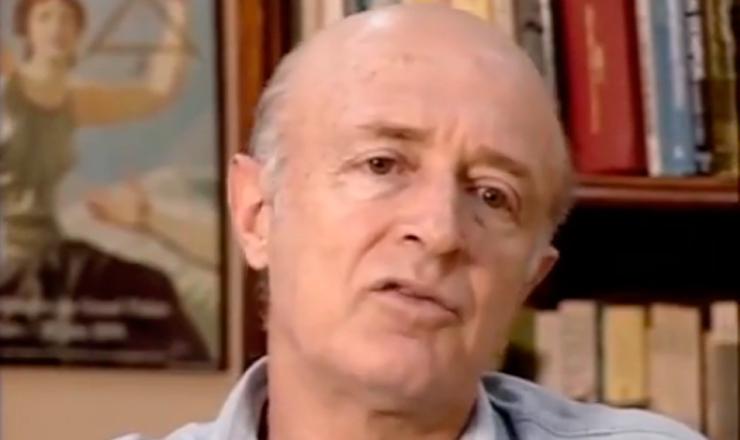 """O historiador José Murilo de Carvalho  fala sobre aRevolução Constitucionalista, em trecho de """"1932: a Guerra Civil"""" (1993), de Eduardo Escorel"""