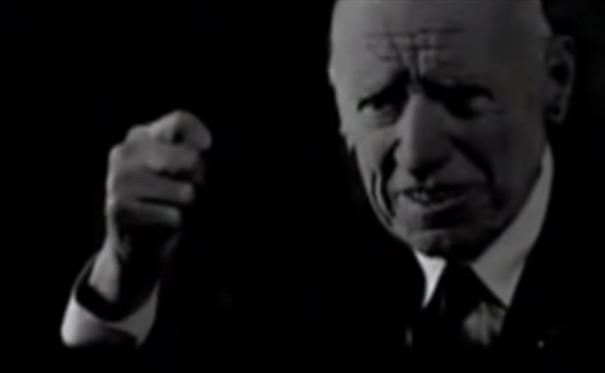 """O veterano Zanzur Smânio conta  passagens da revolta de 1932, no filme""""A Guerra dos Paulistas"""", de Laís Bodanzky e Luiz Bolognesi (2002)"""