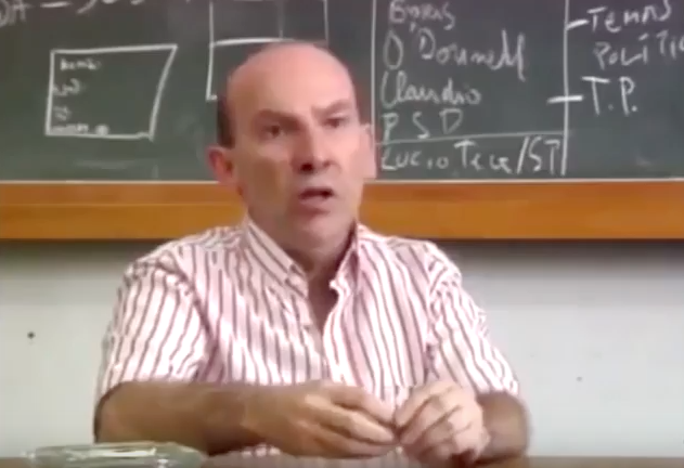 """Bóris Fausto fala sobre Getúlio Vargas e a fraude eleitoral.Trecho do documentário """"1930: Tempo de Revolução"""" (1990), de Eduardo Escorel"""