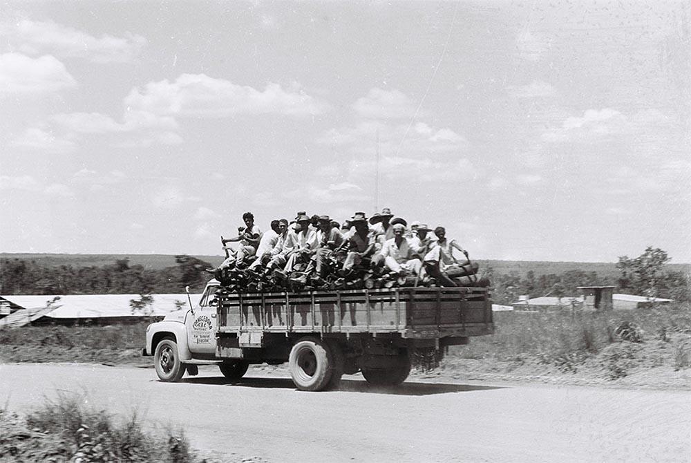 Operários de Brasília. 04/01/1958. Autor: Mario Fontenelle. Arquivo Público do Distrito Federal.
