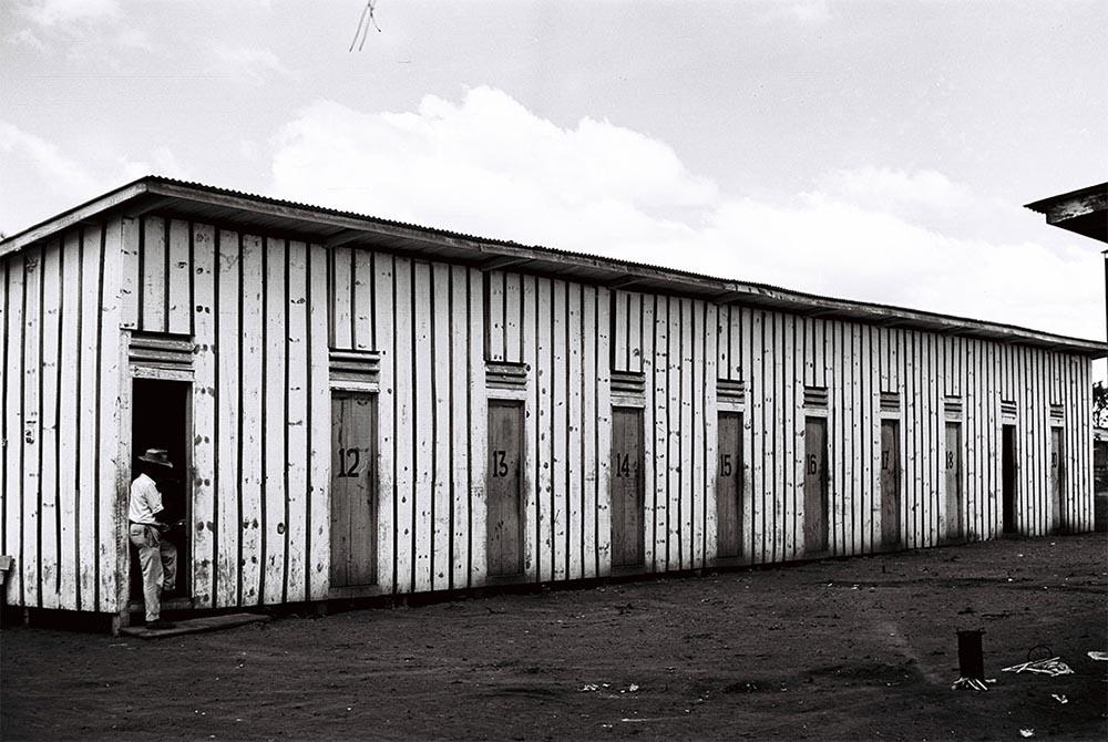 Alojamento dos operários.22/04/1958. Autor: Mario Fontenelle. Arquivo Público do Distrito Federal.