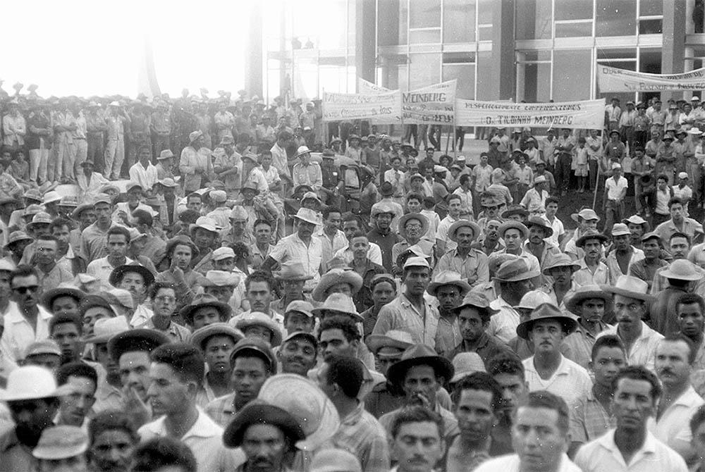 Comemoração do Dia do Trabalhador , na Praça dos Três Poderes. Arquivo Público do Distrito Federal.