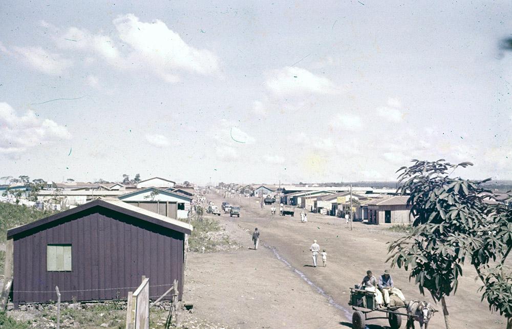Rua no Núcleo Bandeirante. Arquivo Público do Distrito Federal