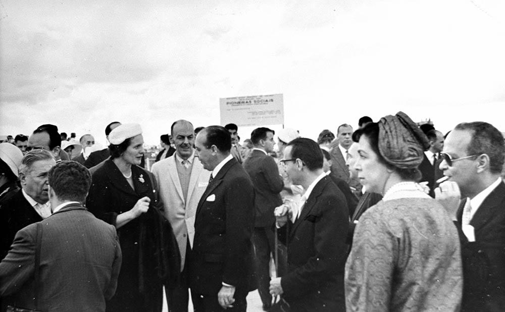 Inauguração da Escola Sarah Kubitschek. 22/04/1960. Arquivo Público do Distrito Federal.