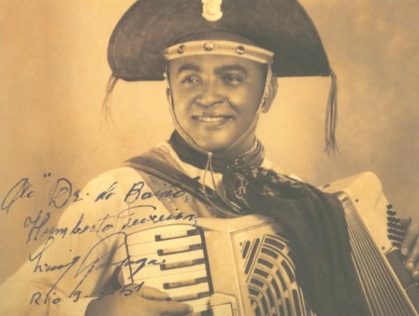 "Trecho de ""Asa-branca"", deLuiz Gonzaga e Humberto Teixeira, na interpretação de Luiz Gonzaga"