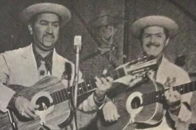 """Alvarenga e Ranchinho cantam sua paródia de""""Sempre no Meu Coração"""", de Ernesto Lecuoana e Kim Gannon"""