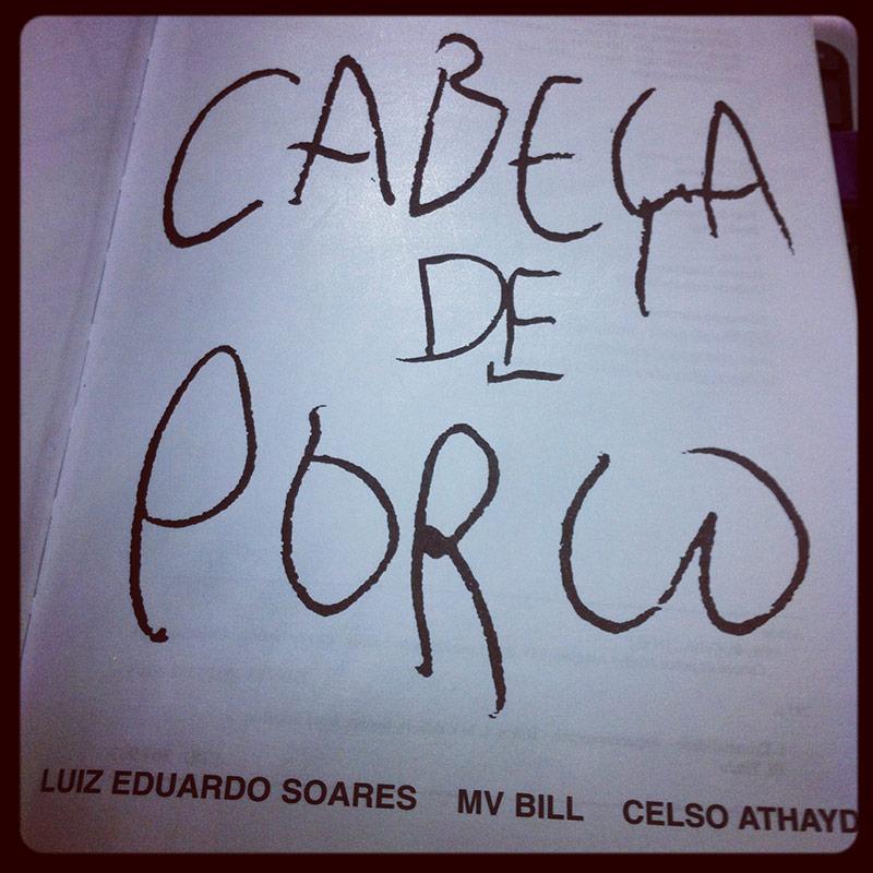 """""""Cabeça de Porco""""  (2005), de Celso Athayde, MV Bill e Luiz Eduardo Soares"""