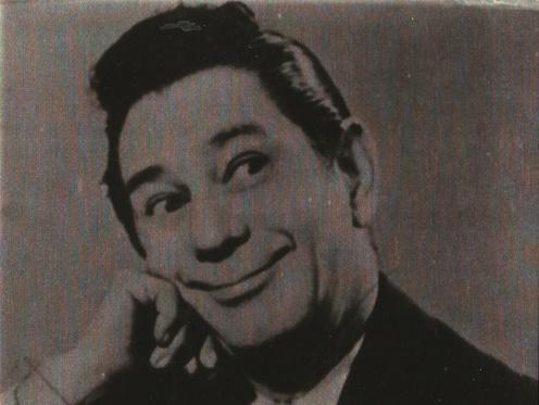 """Oscarito canta """"Toureiro de Cascadura"""", deArmando Cavalcanti e David Násser, para ofilme """"Aviso aos Navegantes"""" (1950), de Watson Macedo"""