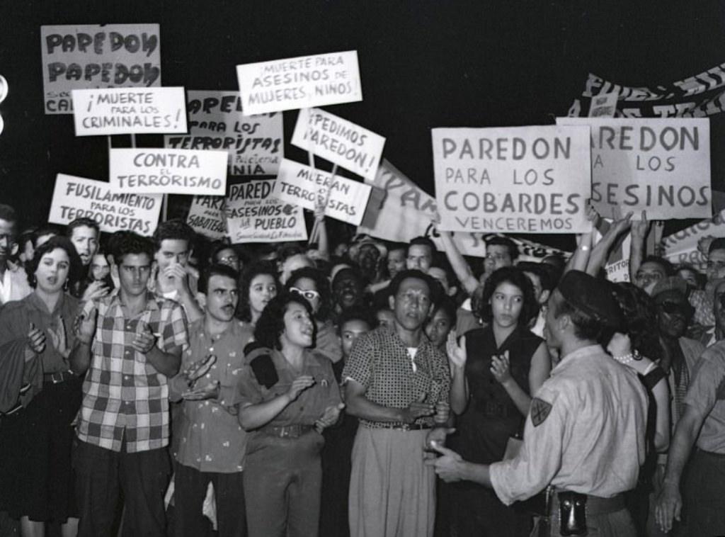 """Nos primeiros meses, centenas de """"inimigos da revolução"""" foram fuzilados no Paredón. Crédito: Reprodução"""